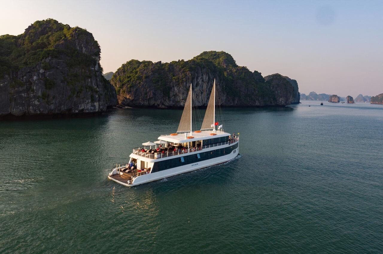 LAN HA BAY LUXURY TOUR (1 DAY)