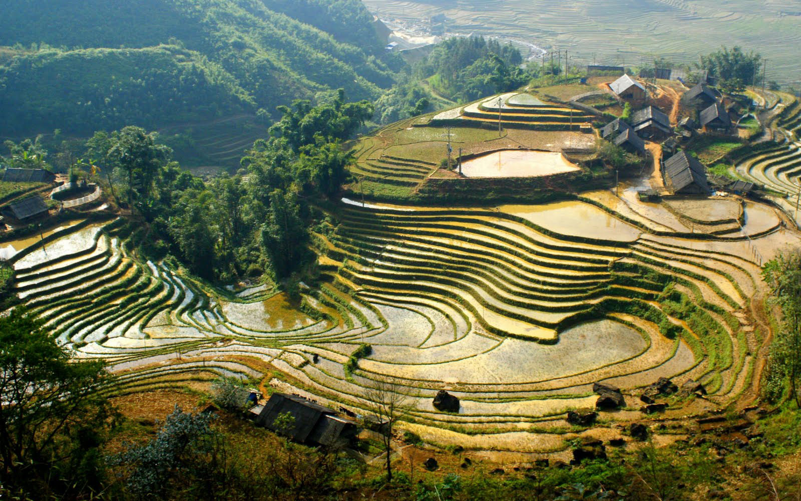 SAPA TOUR BY BUS/LUXURY VAN - 3 DAYS 2 NIGHTS - HOTEL
